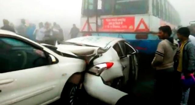 Telugu news Hyderabad-Kurnool highway traffic jam as vehicles colludes in fog at shadnagar and kothur villages