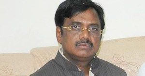 Peddapalli ex-mp gaddam Vivek announce he will not contesting elections as trs denied ticket and time  .