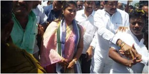 Andhra pradesh minister pushpa srivani narrow escaped from accident.