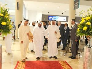 Helal Saeed Almarri, CEO, Dubai World Trade Centre (extreme left) and HE Butti Saeed Al Ghandi, Second Vice-Chairman of the Dubai World Trade Centre (extreme right)