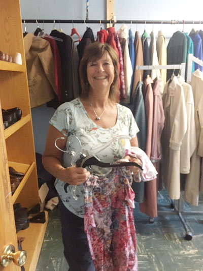 RITI-volunteer-Pam-helping-in-Clothes-Closet-w