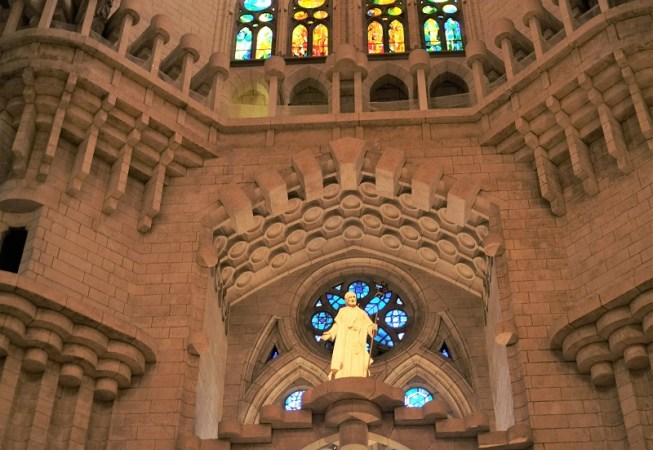 Sagrada Familia altar 2