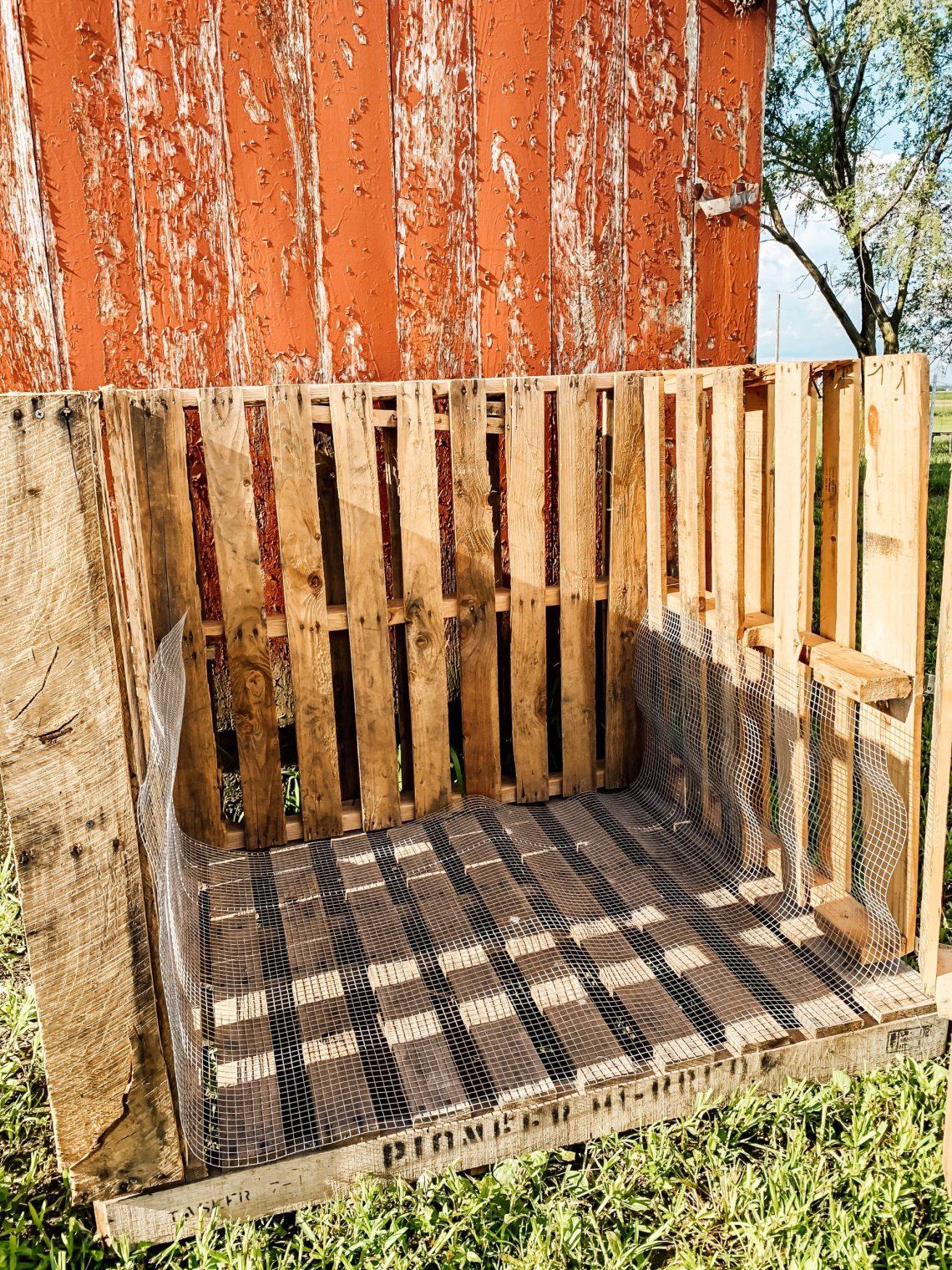 Easy, DIY Pallet Compost Bin