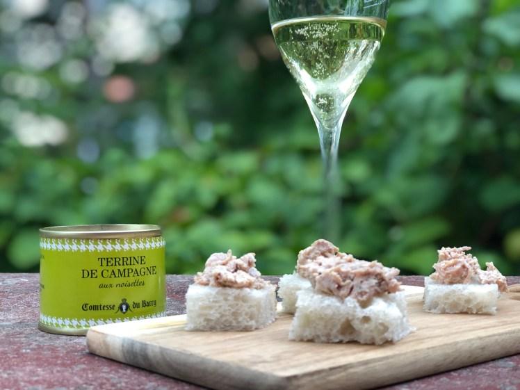 Champagne och paté är receptet för en trevlig stund
