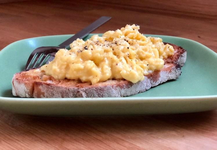 Recept på krämig äggröra