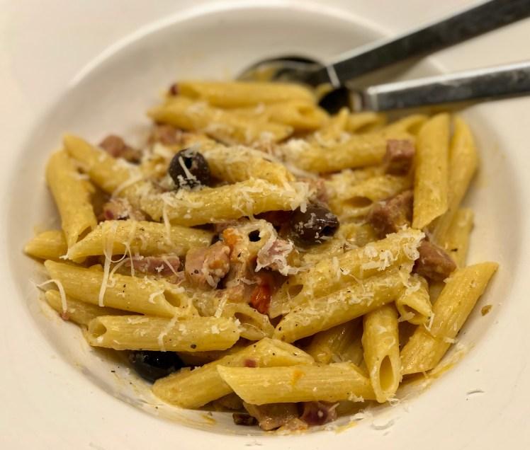 Recept pasta skinka julskinka tomat dijon senap oliv