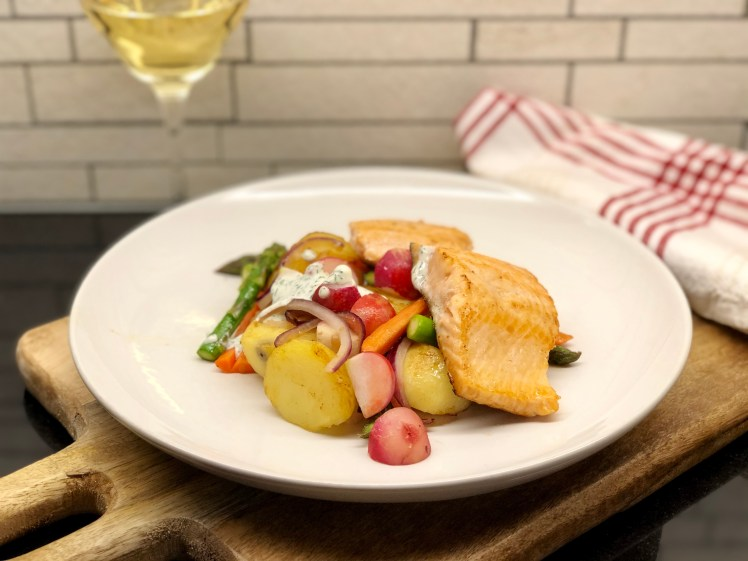 Recept stekt röding vårprimörer sparris potatis rädisor dill honung