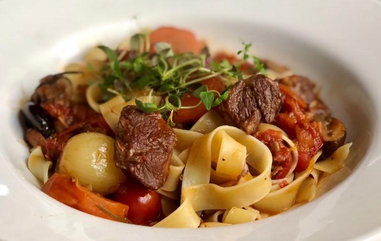 Italiensk lammgryta lammragu lammragù tomat vitlök rosmarin recept