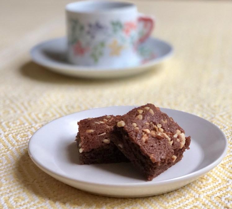 Chokladkakor kladdiga mjuka chokladrutor nötchokladkaka recept
