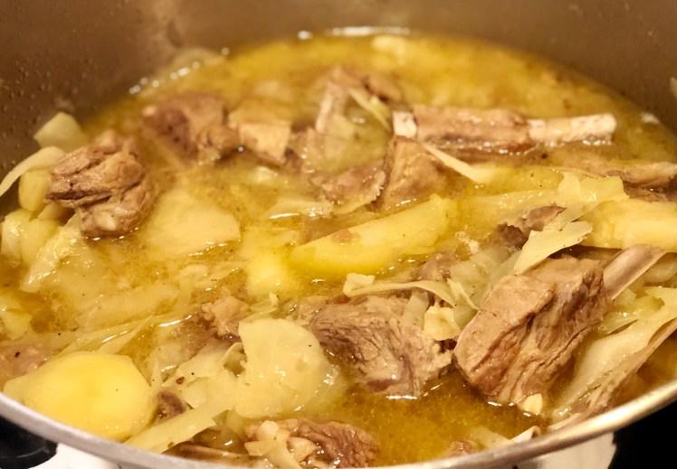 Recept lammgryta med vitkål potatis och äpplen
