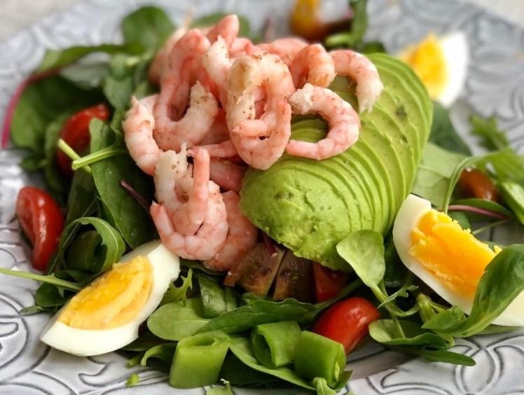 Recept räksallad med ägg och avokadog