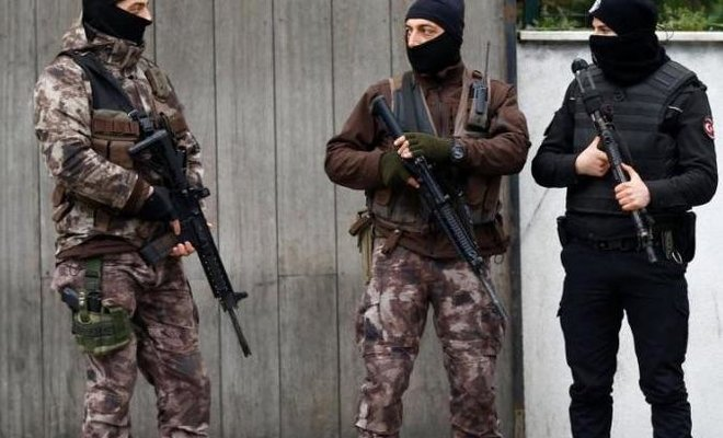 Turkish Police special forces detained 10 suspected Daesh militants, including an alleged leader/REUTERS