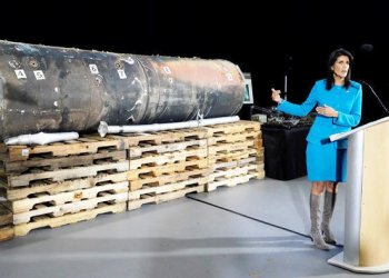 "US Ambassador to the United Nations Nikki Haley briefs the media in front of remains of Iranian ""Qaim"" ballistic missile provided by Pentagon at Joint Base. Anacostia-Bolling in Washington/REUTERS"