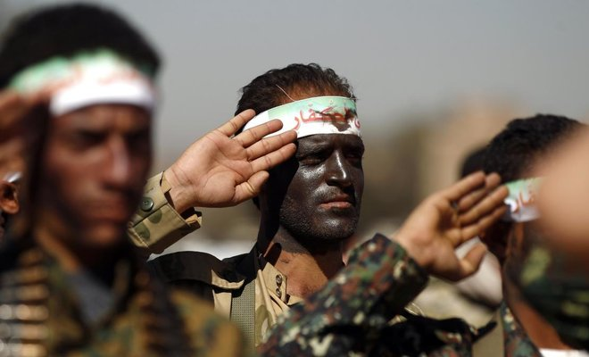 Newly recruited Houthi militants take part in a gathering in the capital Sanaa to mobilize more militants to battlefronts to fight pro-government forces in several Yemeni cities. (AFP)