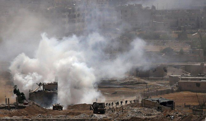 Syrian government forces advance on the outskirts of Damascus' southern Al-Qadam neighborhood as they continue their offensive to oust Daesh from Yarmuk, a Palestinian refugee camp in the southern district of the capital. (AFP)
