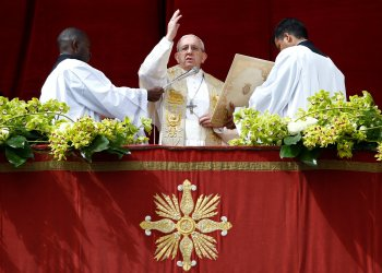 Pope Francis delivers his Easter message in the Urbi et Orbi (to the city and the world) address from the balcony overlooking St. Peter's Square at the Vatican April 1, 2018. REUTERS/Stefano Rellandini