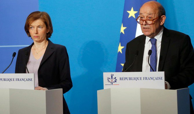 French Minister for Foreign Affairs Jean-Yves Le Drian(R) and French Defense minister Florence Parly make an official statement in the press room after attending an emergency meeting with French President Emmanuel Macron at the Elysee Palace in Paris,France,April 14,2018 /AFP