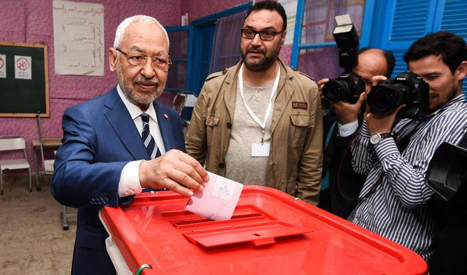 Rached Ghannouchi (L), leader of the Tunisian Islamist Ennahda party, casts his ballot in a box at a polling station in Ben Arous near the capital Tunis on May 6, 2018, as the country votes in the first free municipal elections since the 2011 revolution. (AFP/Fethi Belaid)