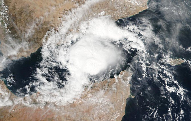 Hundreds evacuated from their homes after Cyclone Mekunu hit the Yemeni island of Socotra. (AFP)