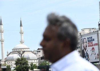 Photo showing a silhouette of Salil Shetty, Amnesty International Secretary General, outside the Caglayan courthouse in Istanbul as the trial of eleven human rights activists resumes, including the two top figures with Amnesty International in Turkey, June 21, 2018. (AFP)