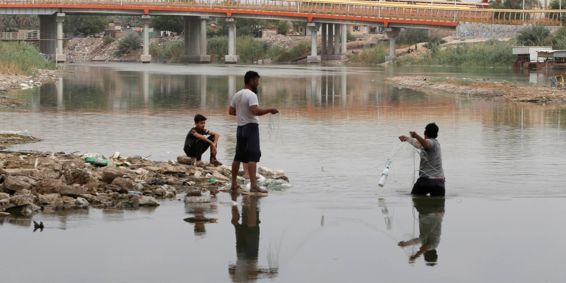 Iraqi fishermen prepare to fish in the Euphrates River in Samawa, Iraq June 5, 2018. Picture taken June 5, 2018. REUTERS/Essam al-Sudani