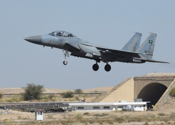 A picture taken on November 16, 2015 shows a Saudi F-15 fighter jet landing at the Khamis Mushayt military airbase, some 880 km from the capital Riyadh, as the Saudi army conducts operations over Yemen. (File photo: AFP)