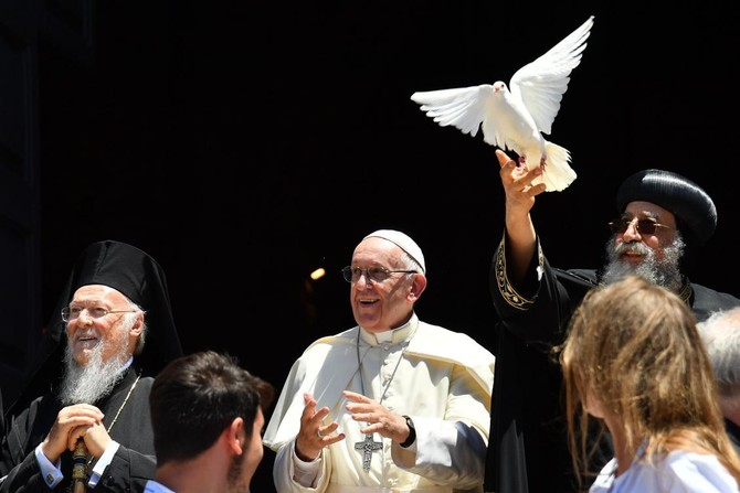 Pope Francis (C) and Ecumenic Patriarch of the Orthodox Church Bartolomeo I (L) watch as Egypt's Coptic Orthodox Pope Tawadros (Theodoros) II releases a dove after a meeting with other religious leaders at the Pontifical Basilica of St. Nicholas in Bari, in the Apulia region in southern Italy, on July 7, 2018. (AFP)