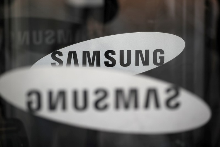 FILE PHOTO - The Samsung logo is seen in Seoul, South Korea, March 23, 2018. REUTERS/Kim Hong-Ji/File Photo