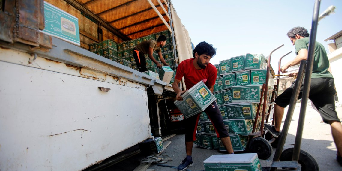 Iraqi workers unload a truck from Iran, loaded with cosmetics, in Baghdad, Iraq August 17, 2018. REUTERS/Khalid Al-Mousily