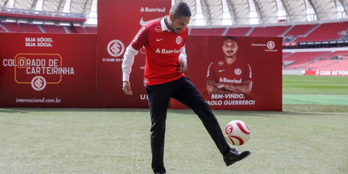 Soccer Football - Internacional's Paolo Guerrero Presentation - Beira-Rio stadium, Porto Alegre, Brazil - August 15, 2018. Internacional's new player Paolo Guerrero controls a ball during the presentation. REUTERS/Diego Vara
