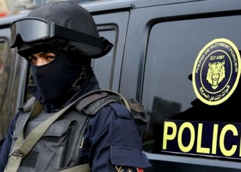 Egyptian security forces have thwarted a suicide bomb attack on a church