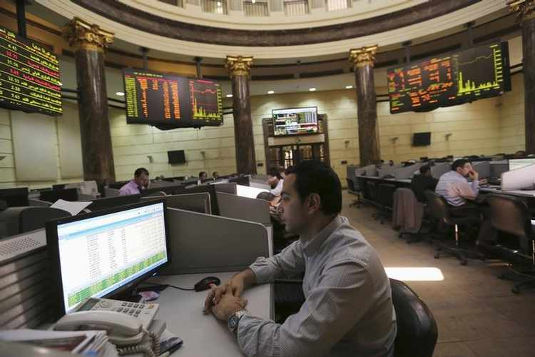 A trader watches his monitor at the Egyptian stock exchange in Cairo April 1, 2014.  Egypt's Central Bank said on Tuesday it had covered the entire backlog of dollars owed to foreign investors seeking to repatriate funds from the country but did not say how much money was involved. In a push to restore confidence in the economy, authorities opened a repatriation scheme in March 2013 guaranteeing foreign investors in Egyptian stock and government bond markets access to dollars despite the severe shortages of the U.S. currency.  REUTERS/Mohamed Abd El Ghany (EGYPT - Tags: BUSINESS POLITICS) - RTR3JGNU