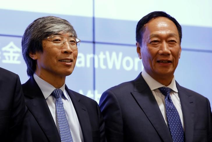 FILE PHOTO: Patrick Soon-Shiong (L), medical researcher, inventor and chairman of the Chan Soon-Siong Foundation and Terry Gou, chairman of Hon Hai Precision Industry, better known as Foxconn, attend the Cancer Moonshot news conference in Taipei, Taiwan September 26, 2016. REUTERS/Tyrone Siu -/File Photo