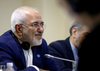 FILE PHOTO: Iran's Foreign Minister Mohammad Javad Zarif smiles as he attends a bilateral meeting with China's Foreign Minister Wang Yi on the sidelines of the ASEAN Foreign Ministers' Meeting in Singapore, August 3, 2018. REUTERS/Feline Lim -/File Photo