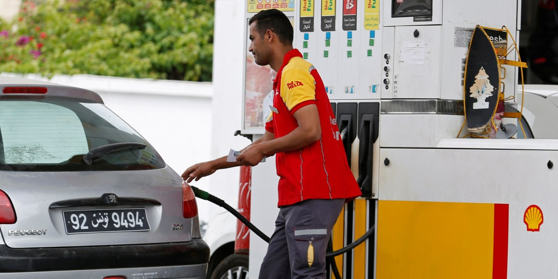 FILE PHOTO: A gas station attendant pumps fuel into a customer's car at a gas station in Tunis, Tunisia June 01, 2018. REUTERS/Zoubeir Souissi