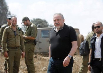 FILE PHOTO: Israeli Defence Minister Avigdor Lieberman visits an army drill in the Israeli-occupied Golan Heights near the border with Syria, Aug. 7, 2018. REUTERS/Amir Cohen/File Photo