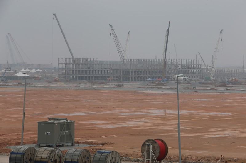 FILE PHOTO - Construction takes place at a Refinery and Petrochemical Integrated Development (RAPID) project site in Pengerang, in Malaysia's southern state of Johor October 6, 2015. REUTERS/Edgar Su/File Photo