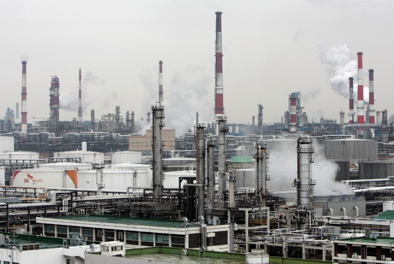 South Korea's top refiner SK Energy's main factory is seen in Ulsan, about 410 km (256 miles) southeast of Seoul, February 25, 2009. REUTERS/Jo Yong-Hak/File Photo