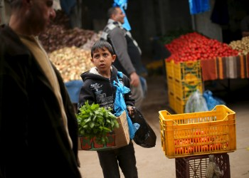 FILE PHOTO: Palestinian boy Mohammad al-Bana, 10, sells mints at a market in Gaza City March 29, 2016. REUTERS/Mohammed Salem/File Photo