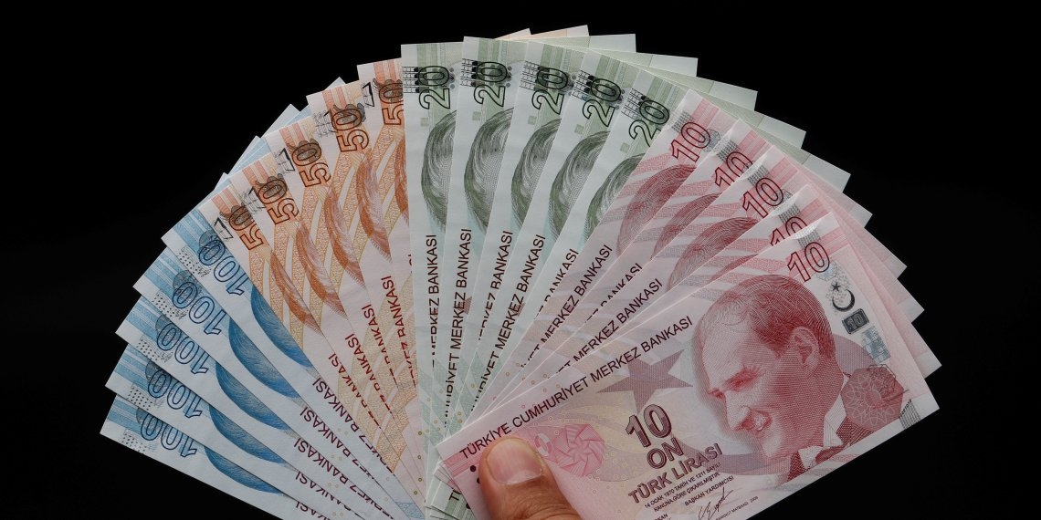 FILE PHOTO: Turkish lira banknotes are seen in this picture illustration in Istanbul, Turkey August 14, 2018. REUTERS/Murad Sezer/Illustration/File Photo