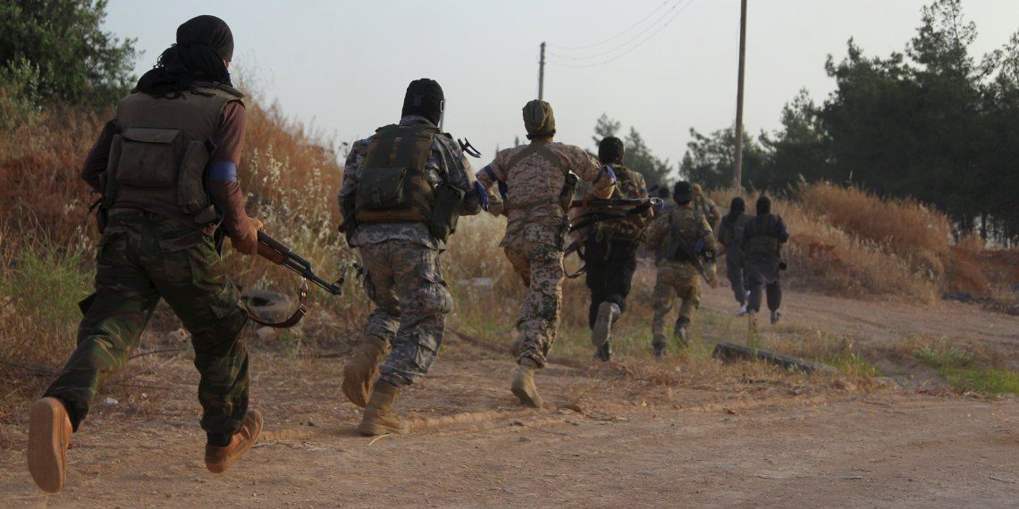 FILE PHOTO: Members of al Qaeda's Nusra Front carry their weapons as they move towards their positions during an offensive to take control of the northwestern city of Ariha from forces loyal to Syria's President Bashar al-Assad, in Idlib province May 28, 2015. REUTERS/Ammar Abdullah
