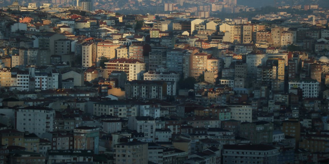 FILE PHOTO: Early morning sunlight cuts across residential housing that stretches to the horizon of Istanbul's skyline in Turkey June 13, 2018. REUTERS/Russell Boyce/File Photo