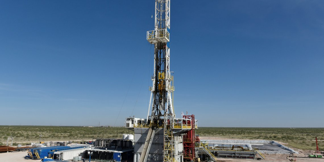 A drilling rig on a lease owned by Oasis Petroleum operates in the Permian Basin oil and natural gas production area near Wink, Texas U.S. August 22, 2018. REUTERS/Nick Oxford/File Photo