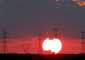 FILE PHOTO: The Sun sets behind high-voltage power lines and electricity pylons at a highway northeast of Cairo, Egypt, September 15, 2018. REUTERS/Amr Abdallah Dalsh/File Photo
