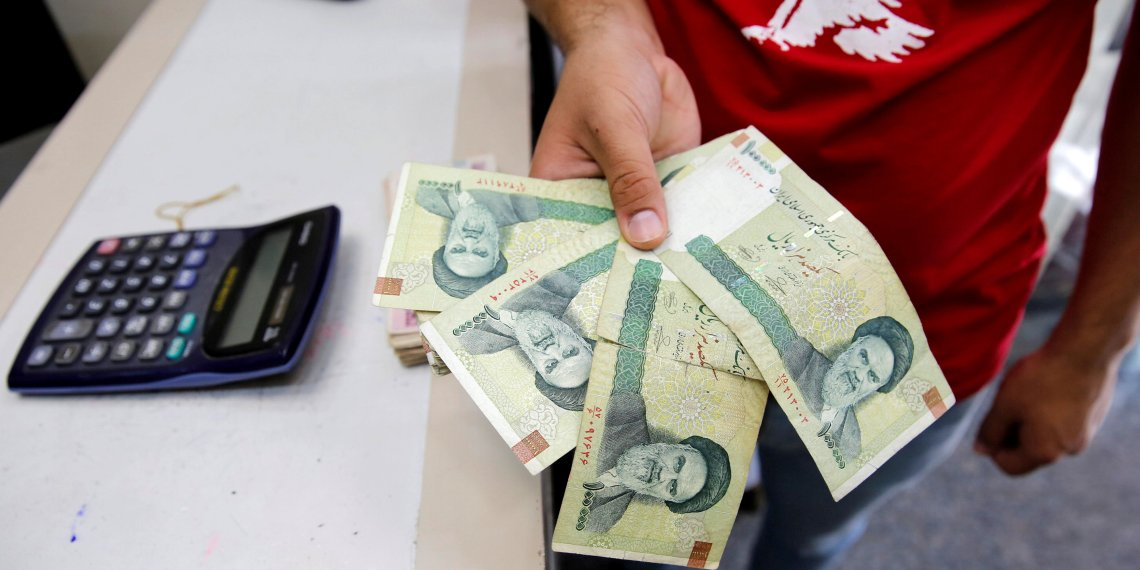 FILE PHOTO: A vendor inspects Iranian rials at a currency exchange shop in Baghdad, Iraq August 8, 2018. REUTERS/Khalid Al-Mousily