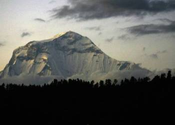 Mount Gurja lies next to the avalanche prone Dhaulagiri range AFP/PRAKASH MATHEMA Read more at https://www.channelnewsasia.com/news/asia/5-south-korean-climbers-among-9-killed-on-nepal-peak-10823714