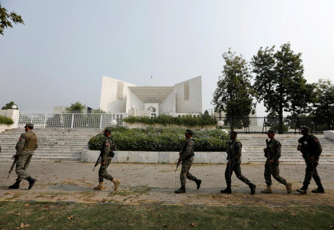 Rangers arrive at the Supreme Court after the court overturned the conviction of a Christian woman sentenced to death for blasphemy against Islam, in Islamabad, Pakistan October 31, 2018. (Reuters)