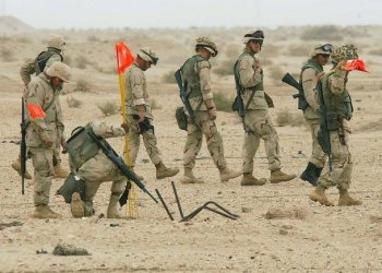 US Marines explosive and ordnance team clear an occupied area in southern Iraq from unexploded US bombs and Iraqi landmines 22 March 2003. (File/AFP)