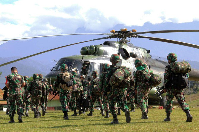 Indonesian military soldiers prepare to board a helicopter from Wamena in Papua province on December 5, 2018 to retrieve the bodies of the construction workers killed in Nduga. (AFP)
