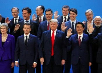 Britain's Prime Minister Theresa May, French President Emmanuel Macron, U.S. President Donald Trump, Japanese Prime Minister Shinzo Abe, Argentina's President Mauricio Macri and G20 leaders pose for a family photo during the G20 summit in Buenos Aires, Argentina November 30, 2018. REUTERS/Marcos Brindicci